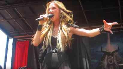 Pevačica izvršila samoubistvo (FOTO, VIDEO)