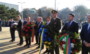 POČAST PALIM BORCIMA: Položeni venci na spomen-groblje oslobodilaca Beograda