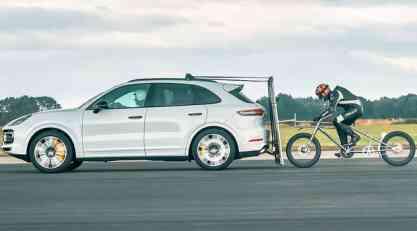 Porsche pomogao biciklisti da dostigne 240 km/h