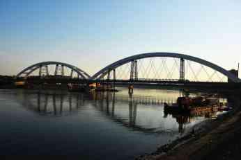 Premošćen Dunav:Dotakli se lukovi Žeželjevog mosta