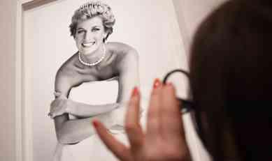 Princeza Dajana nakon udaje odgovorila na 47.000 čestitki