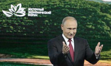 Putin u voćnjaku: Kako su jabuke tako ogromne? (VIDEO)