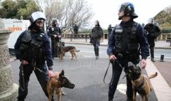 Redovi na francuskim aerodromima zbog usporenog rada policije iz protesta
