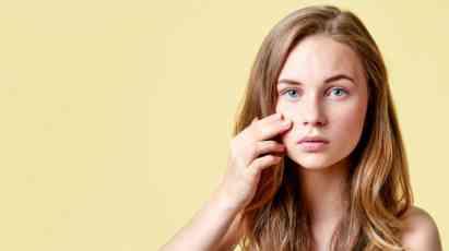 Šminka, pušenje i šećer samo su neki od uzročnika akni