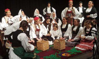 Smotra srpskih folklora u Francuskoj: Oro zatreslo Bobinji