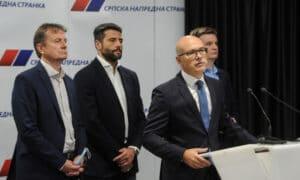 Šta su naprednjaci pričali o Vučiću u njegovom odsustvu?
