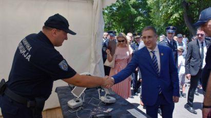 Stefanović: Naš prioritet je bezbednost Srbije,a zahvaljujući ogromnom radu profesionalaca iz policije danas živimo u bezbednoj i stabilnoj državi! (FOTO)