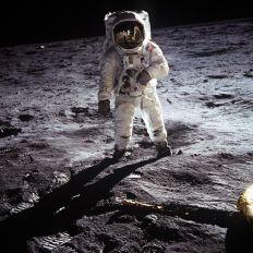 TAJNI INTERVJU NILA ARMSTRONGA OTKRIO SVE O VANZEMALJCIMA: Po sletanju na Mesec je uputio poruku koju javnost NIJE SMELA DA ČUJE (VIDEO)
