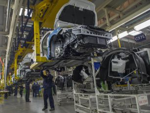 TRAMP PRETI EVROPSKIM GIGANTIMA: Uskoro zabrana uvoza za BMW i Mercedes?