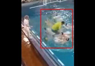 TRENER SA OBE NOGE SKOČIO VATERPOLISTI NA GLAVU! Ovakvu makljažu u bazenu u životu niste videli! (VIDEO)