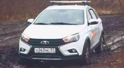Testiranje Lada Vesta SW Cross i Lada XRay na blatnjavim seoskim putevima