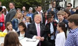 Tramp otvorio godišnju uskršnju trku sa jajima u Beloj kući (VIDEO)
