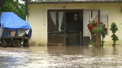 Trgovište: Kiša i grad naneli štetu i poljoprivrednicima i putevima