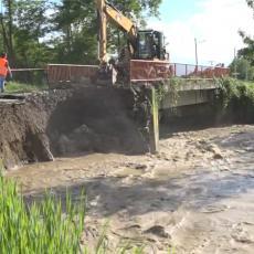OPUSTOŠENA SRBIJA: Reke odnele mostove, 10 PORODICA OSTALO BEZ KROVA NAD GLAVOM u Kniću (VIDEO)