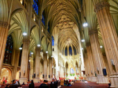 Uhapšen sa BENZINOM i UPALJAČEM u katedrali u Njujorku