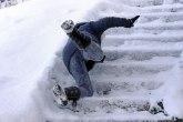 Ukoliko padnete na ledu, imobilišite povredu i kod lekara VIDEO
