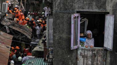 Urušila se zgrada u Mumbaju, desetine pod ruševinama