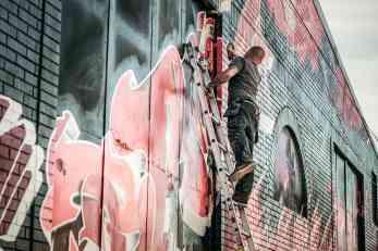 Uticaj urbane umetnosti na razvoj industrijskog stila