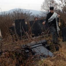 VANDALIZAM U NOVOM PAZARU: Oštećeno nekoliko spomenika na pravoslavnom groblju