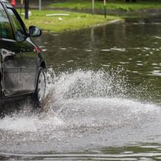 VELIKO NEVREME POGODILO TIVAT: Poplavljene saobraćajnice, naneta materijalna šteta na automobilima i objektima (FOTO)