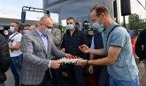 Vesić posetio radnike GSP-a i podelio im uskršnja jaja
