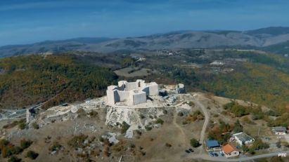 Vladika služio pomen na Novom Brdu, Albanac ometao kosilicom
