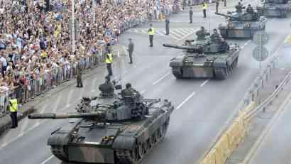 Vojna parada u Poljskoj, tenkovi i vojska prošli Varšavom