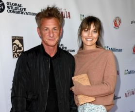 Voleo je Madonu i Šarliz Teron, a sada je slavni glumac u vezi sa 32 godine mlađom devojkom