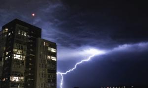 Vremenski haos na Balkanu! Oluja u Hrvatskoj, Dubrovnik potopljen, Stradun postao bazen!