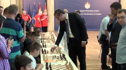 Vučić igra na remi u kosovskom dijalogu