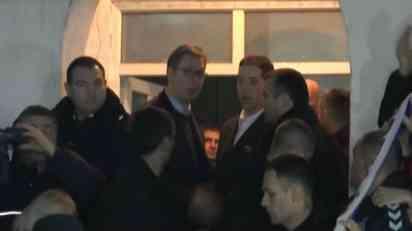 Vučić sa više hiljada Srba  u Lapljem Selu, nađena rešenja za neke od problema