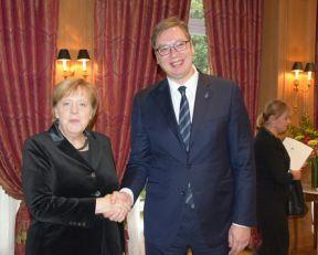 Vučić smekšao Merkel, granice nisu uklesane u kamen