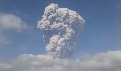 Vulkanska erupcija odnela vrh indonežanske planine Sinabung