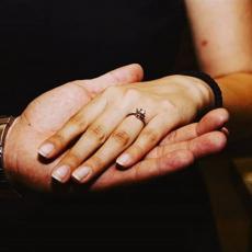 """ZASIJAO KAMEN NA RUCI Verila se """"Pinkova zvezdica"""", svi pričaju o SKUPOCENOM prstenu"""