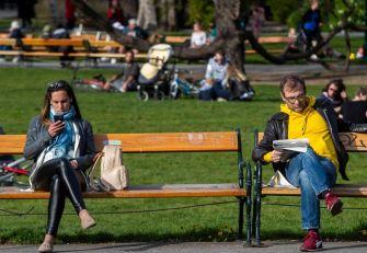 ŽIVOT U AUSTRIJI POSLE JEKA PANDEMIJE: Bečlije priželjkuju otvaranje kafića, polaganje vozačkog ispita samo sa maskom