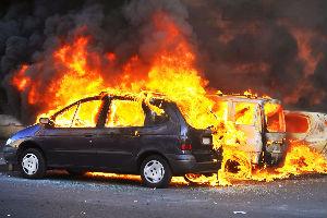 Zapaljeno vozilo na Avali, Hitna našla ugljenisanu osobu