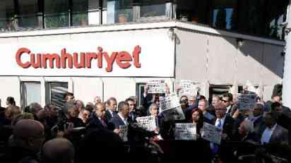 Zatvor za 14 zaposlenih u Džumhurijetu